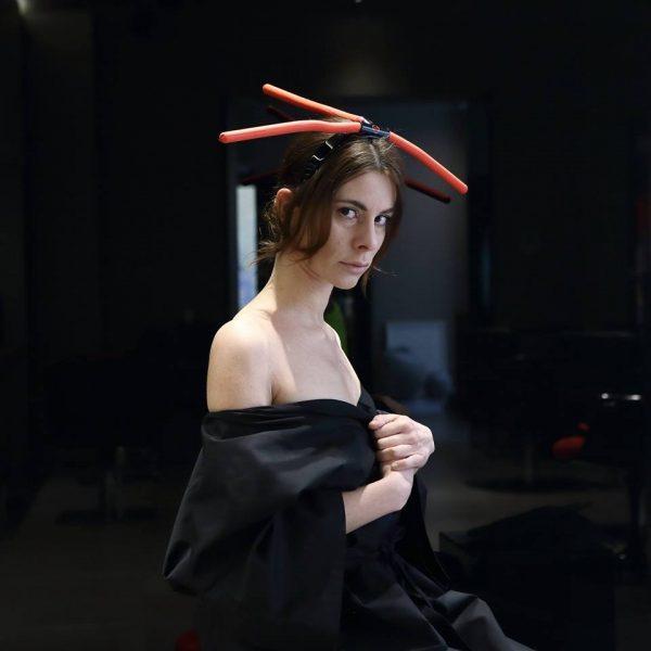 Flamingo  Schiariture morbide, delicate. Un gioco leggero e luminoso, quasi un effetto sole sul capello, per una donna femminile ed eterea.