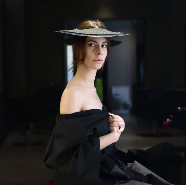 Miami  Ecco il metodo ideale per la donna che ama la naturalezza ma è sicura del suo fascino. Si va a lavorare sul capello, portandolo all'esterno per ottenere sfumature fluide, senza righe. Una luce nuova che diventa un nuovo modo di essere.